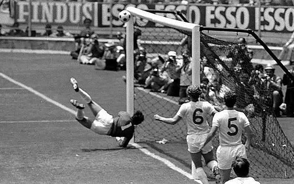 Gordon Banks makes greatest save ever against Pele